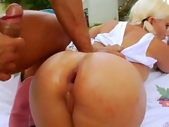 Naughty dude Nacho Vidal has seduced hot and pretty young blonde gal Sammie Spades for some unforgettable anal fuck outdoors.