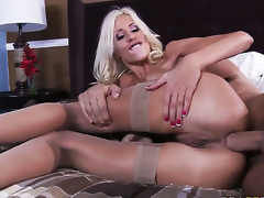 Keiran Lee gets pleasure from fucking Puma Swede with huge breasts in her cunt after headjob