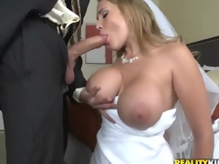 Hot bride Alanah Rae cheats on her groom with best friend!