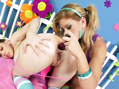 Brooklyn Lee gets turned on and then tongue fucked by her lesbian lover Kagney Lynn Karter