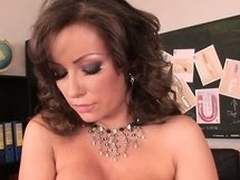 Her superb tits and ass tremble with awe each duration go wool-gathering dildo invades her cunt
