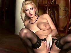 Carina Shay grows fond of masturbation in front of the camera. This is where it begins! We learn from this video that her pussy excretes a lot of juice as any other normal pussy.
