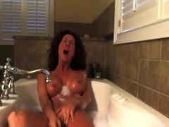 Sexy milf masturbates in the tub