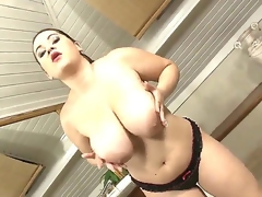 Sensational chubby brunette babe enjoys her own congregation as she plays with boobs and cunt