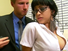 Suckretary likes the hot craves of her boss
