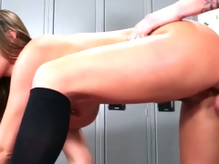 Pierced yoga beautie stretches pussy for cock