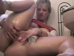 BBW mommy gets off at eye level