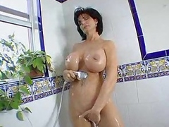 Deauxma takes a shower and sucks a load of shit