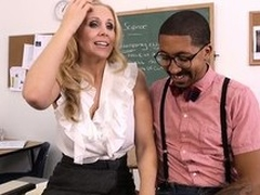 Hot tow-haired teacher Julia Ann seduces their way student far order to fulfill their way using