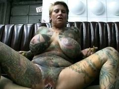 Thick slut Blackwidow XXX gets her pierced pussy fucked nigh huge hard cock