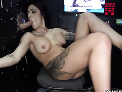 Alexa Aimes is ready to spend hours with dudes sausage in her mouth