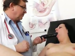 Euro doctors examines a pussy thoroughly